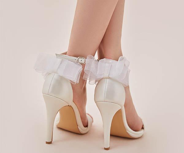 Vintage Elbise ile Uyumlu Kırık Beyaz Tül Detaylı Topuklu Gelin Ayakkabısı Oleg Cassini 2021