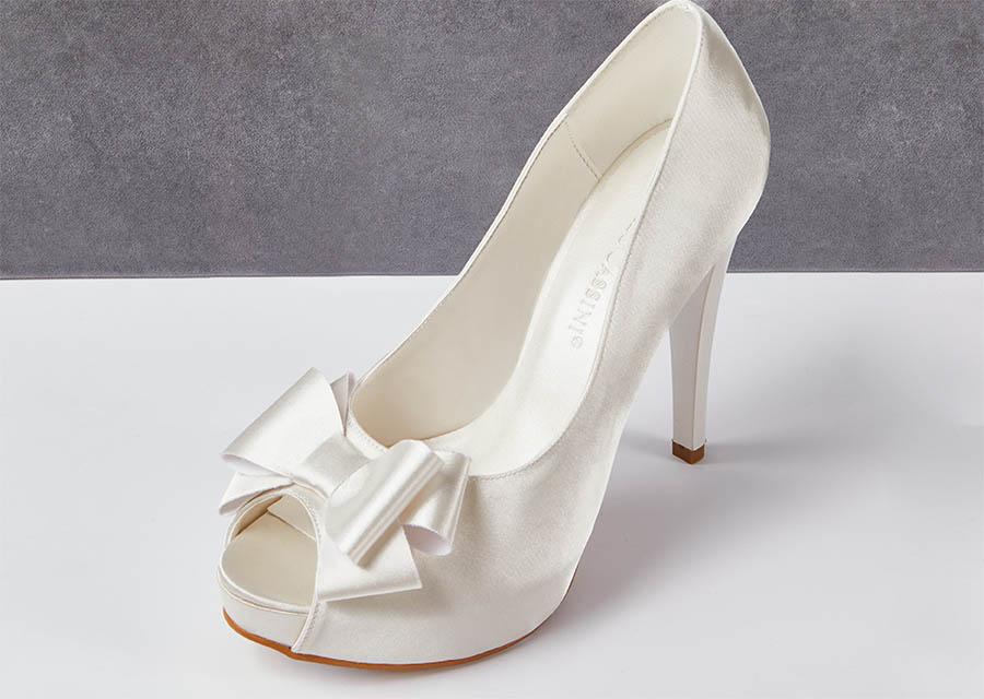 Kırık beyaz saten topuklu gelin ayakkabısı - Oleg Cassini